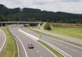 Utlumení dopravy přineslo méně obětí, nejvíce zabíjela rychlost