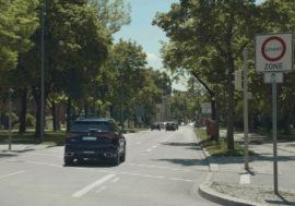 BMW automaticky využívá elektrický režim ve městech