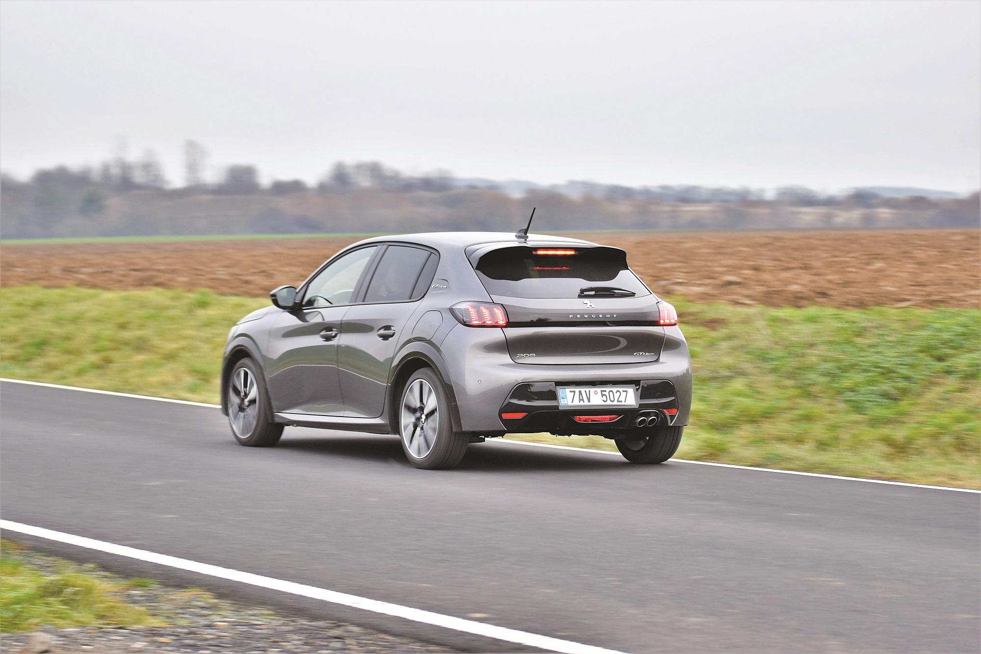 Ideálním motorem je středně výkonná verze 1.2 PureTech /74 kW. Stejně výkonný diesel je dražší o 40 000 Kč. Začne se vyplácet až po ujetí 108 000 km