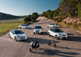 Peugeot jede na vlně elektrokol