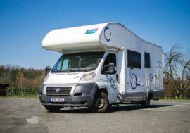Na dovolenou letos Češi volí domácí destinace a půjčování karavanů
