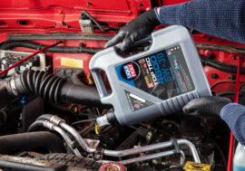 Minerální, nebo syntetický olej? Který je pro váš vůz vhodnější?