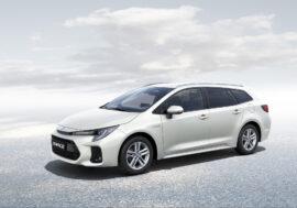Hybridní kombi pomůže Suzuki snížit emise