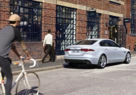 Jaguar XE posílil motory i multimediální technologie