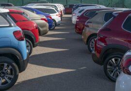 Místo nových aut Češi preferují zánovní ojetiny