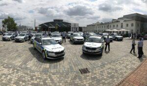 Škoda Auto předala první sadu nových vozů Policii ČR